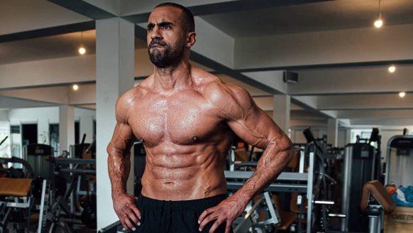 De 10 beestachtige oefeningen van Badr Hari waarmee hij zijn conditie op pijl houdt