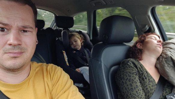 Nederlandse Bart laat met fotoreeks zien hoe 'gezellig' zijn familievakantie is
