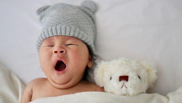 Baby valt moeilijk in slaap. Wat te doen?