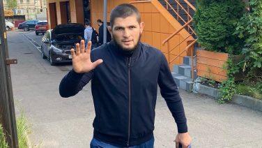 Breaking: Khabib Nurmagomedov wint wereldtitel en stopt per direct met vechten