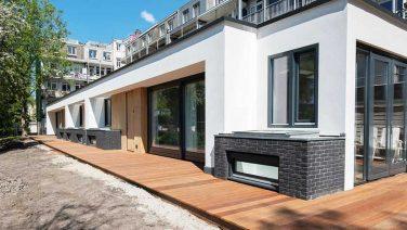Binnenkijken in de Ibiza-achtige villa van Glennis Grace in Amsterdam