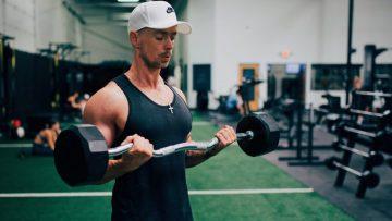 De beste oefeningen om grote spierballen te krijgen