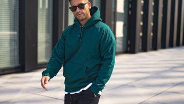 Zo kan je een joggingbroek combineren in outfits voor binnen én buiten de deur