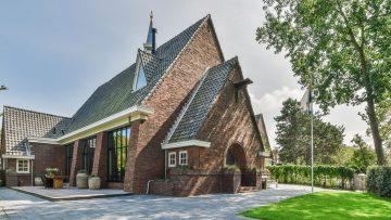 Te koop op Funda: deze omgebouwde kerk is de fantasie van elke man