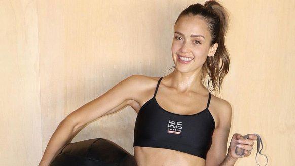Zo fit ziet model en actrice Jessica Alba er vandaag de dag uit