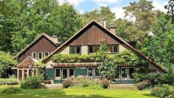 Dit is het waanzinnig mooie landhuis van viroloog Ab Osterhaus