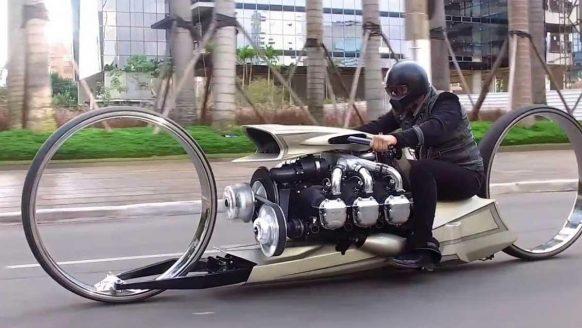 Voormalig F1-coureur bouwt met vliegtuigonderdelen een zeer brute motor