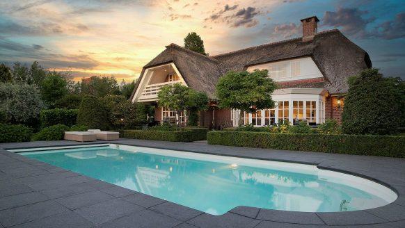 Funda parel: miljoenenvilla met zwembad, poolhouse én reusachtige golfbaan