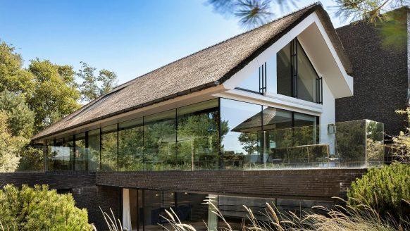 The Bulldog-eigenaar Henk de Vries zet zijn waanzinnig luxe villa te koop
