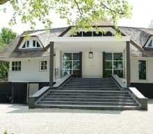 Eén van de duurste villa's van Nederland is een waar waterpaleis