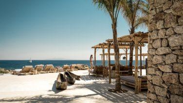 Deze beachclub in Mykonos is de ideale vakantiebestemming