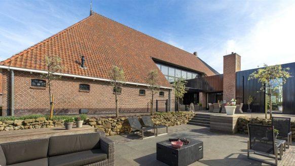 Deze woonboerderij XXL is de allerduurste te koop staande villa in Friesland