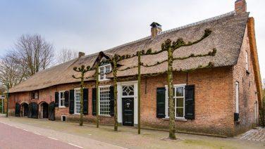 Funda parel: Brabantse woonboerderij met een eigen bruin café staat te koop
