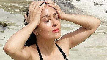 Salma Hayek (54) blaast volgers omver met nieuwe bikinifoto