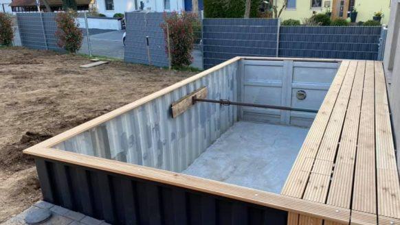 Man bouwt jaloersmakend containerzwembad in de eigen tuin