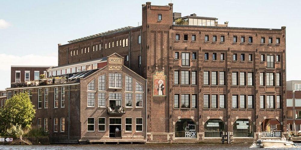 Funda parel: oude cacaobonenbranderij is omgetoverd tot het stijlvolste loft van Haarlem
