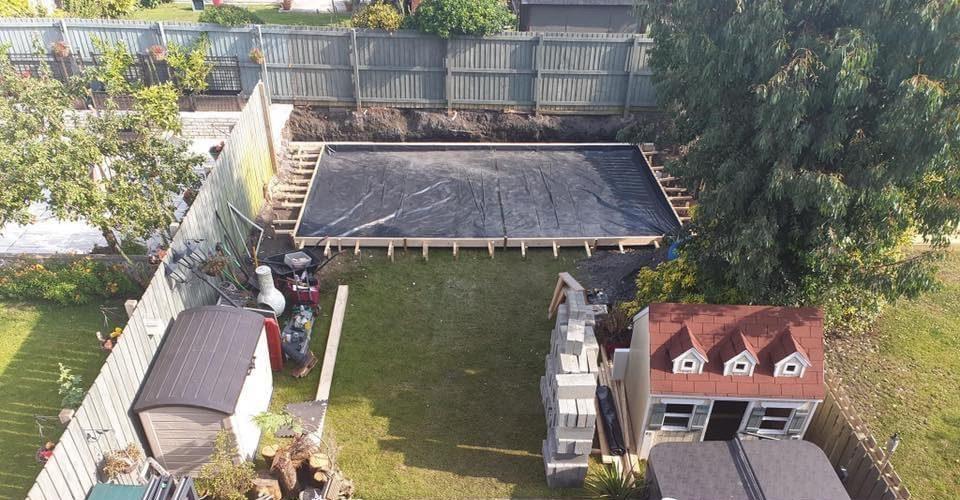 Man bouwt ultieme 'Game and Chill' Mancave in zijn achtertuin