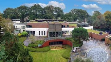 Het huis van de voortvluchtige vastgoedmagnaat Roger Lips staat te koop