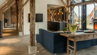 Brabantse koeienschuur wordt omgetoverd tot luxe woonboerderij