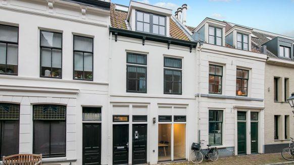 In dit rijtjeshuis zit een van de strakste woningen van Utrecht verstopt