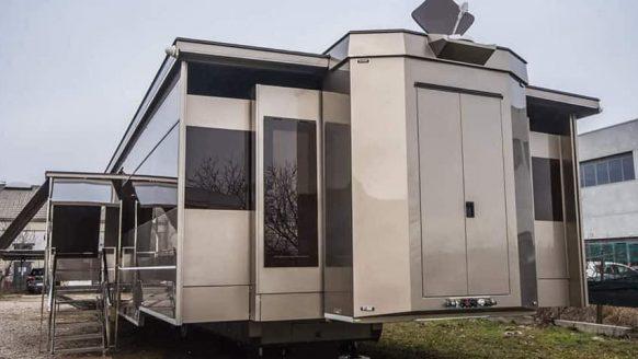 Met deze ultra luxe caravan ben jij de superster op iedere camping