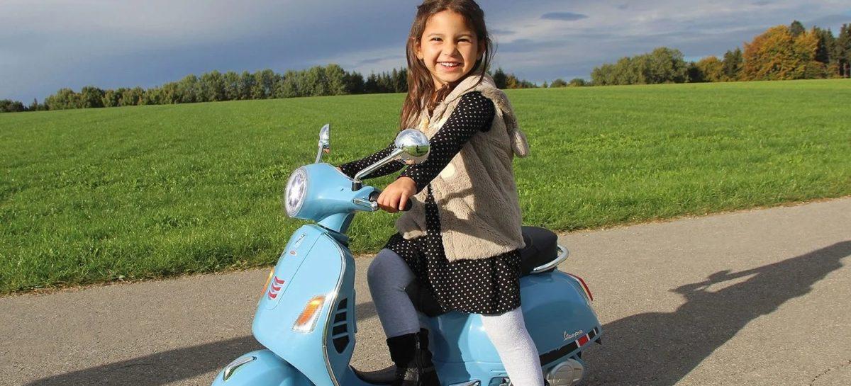 Deze geniale mini Vespa voor kids is nu te koop bij Bol.com
