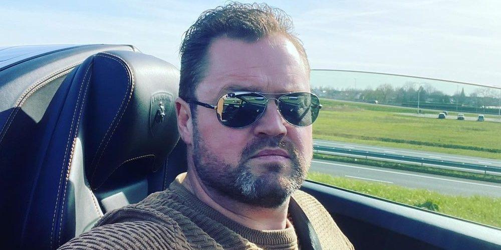 Volkszanger Frans Duijts koopt een nieuwe auto om jaloers van te worden