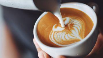 Hoeveel koffie drinkt de gemiddelde Nederlander per dag?