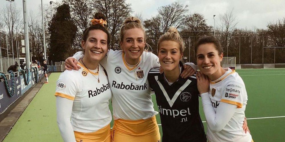 5 knappe hockeysters van de Oranje Dames op een rij