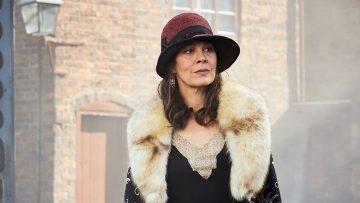 Peaky Binders-cast eert Helen McCrory (Polly Gray) op de set van seizoen 6