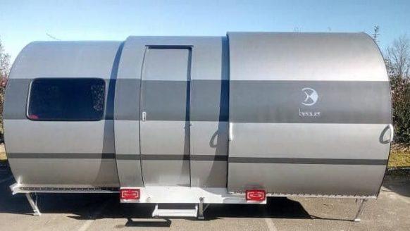 Deze uitschuifbare caravan kan zijn ruimte drie keer vergroten