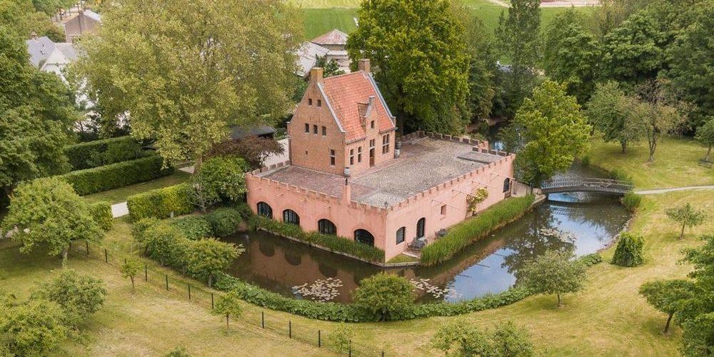 Dit middeleeuwse kasteel in Nederland staat gewoon te koop op Funda