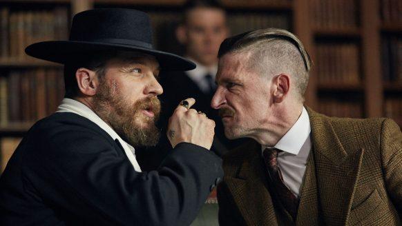 Verrassend: nieuwe acteur gespot op de set van Peaky Blinders seizoen 6