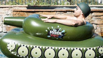 Deze opblaasbare tank (inclusief waterkanon) is het leukste speeltje deze zomer