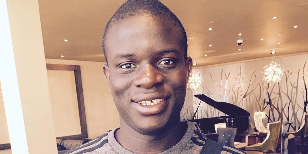 Voetballer N'Golo Kanté verdient miljoenen maar rijdt nog altijd in een klein wagentje