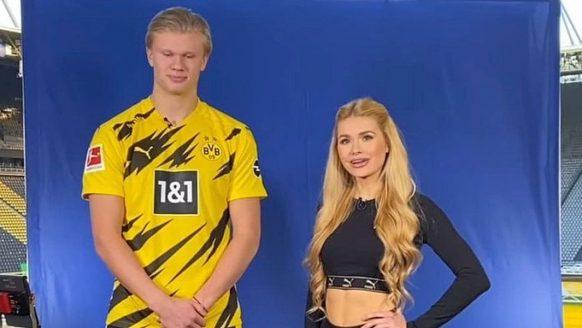 Voetbalspelers van Borussia Dortmund krijgen personal training van héél knappe vrouwen