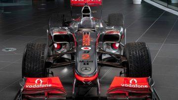 De oude F1-wagen van Lewis Hamilton wordt voor een waanzinnig bedrag geveild