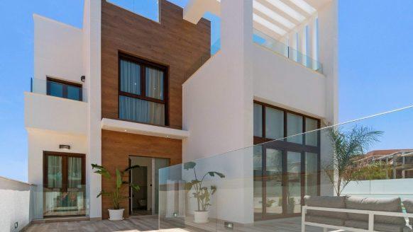 Droom vakantiehuis: losstaande villa (mét zwembad) in Spanje staat te koop voor een prikkie