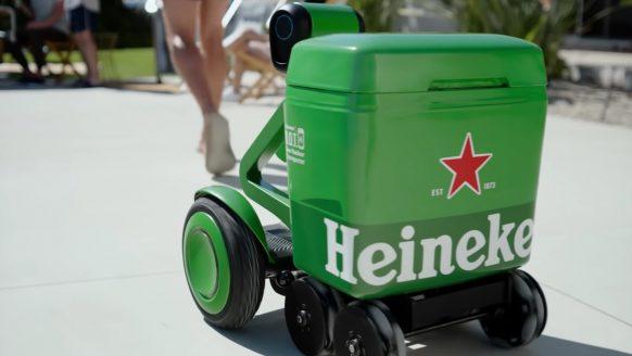 Heineken komt met geniale robot bierkoeler die jou overal volgt