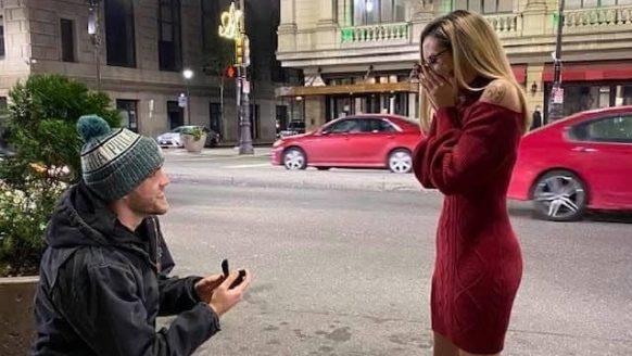 Man vraagt zijn vriendin al een week ten huwelijk, maakt foto's en ze heeft niks door