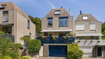 Binnenkijken: de onwijs luxe villa (met binnenzwembad) van Rachel Hazes