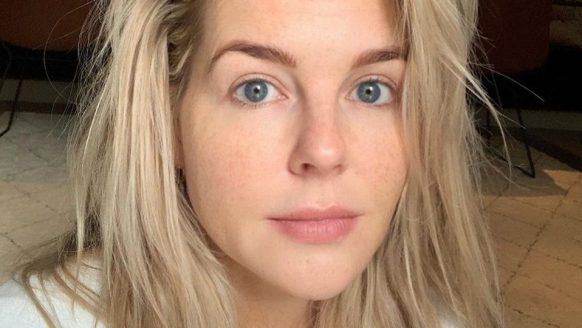 Chantal Janzen gaat uit de kleren voor magazine en deelt de foto op Instagram