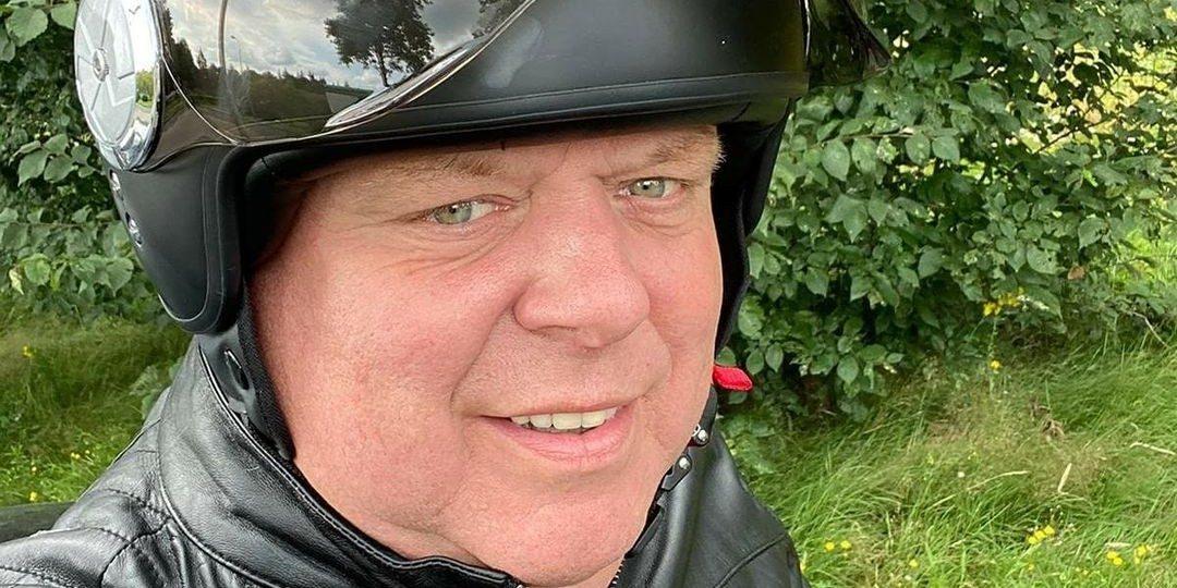 Peter Gillis verwent zichzelf met een nieuwe 'Hatseflats!' scooter