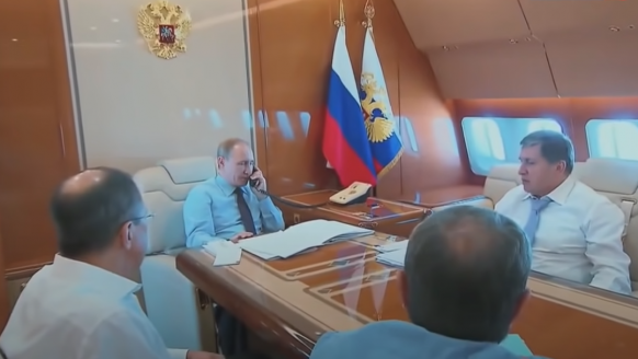 Binnenkijken in het privévliegtuig van Vladimir Poetin