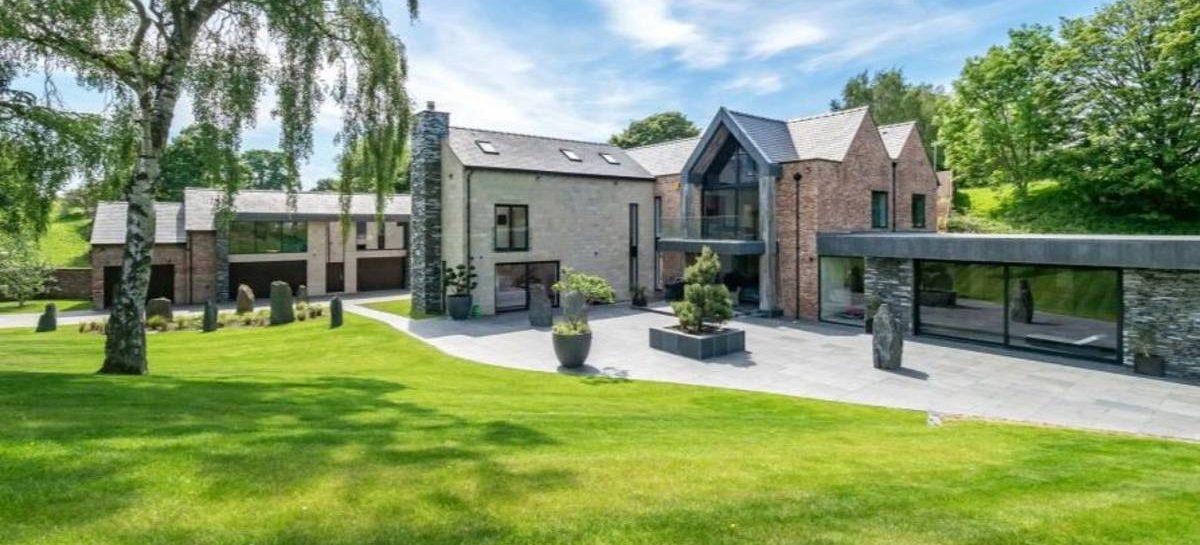 Binnenkijken: Cristiano Ronaldo koopt een onwijs luxe villa in Manchester