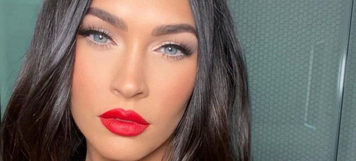 Megan Fox verschijnt in héél doorschijnende jurk op de VMA's