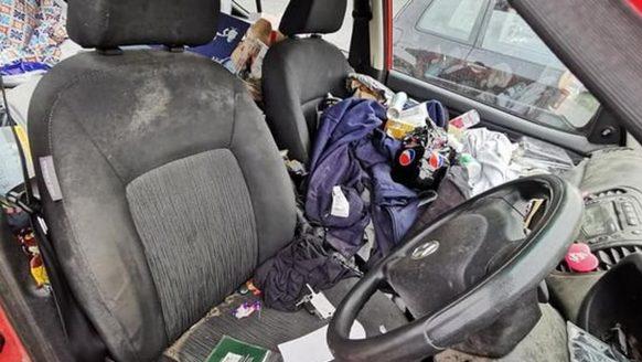 Werknemers weigeren APK-keuring te doen door een veel te smerige auto