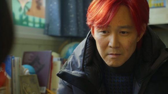 Om deze reden verfde Seong Gi-Hun zijn haar rood in Squid Game
