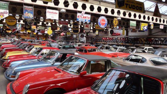 Video: een kijkje bij Europa's grootste autocollectie