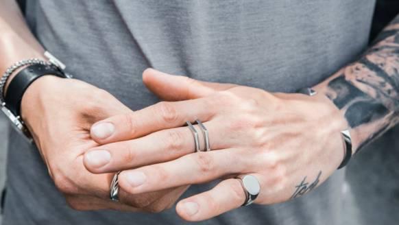 5 sieraden die een man wel mag dragen